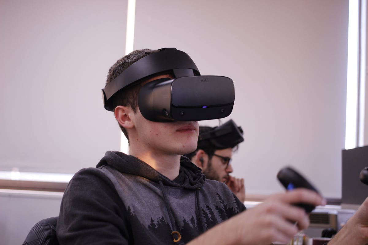 Why aren't we using VR in offices? Come on guys, it's 2020.