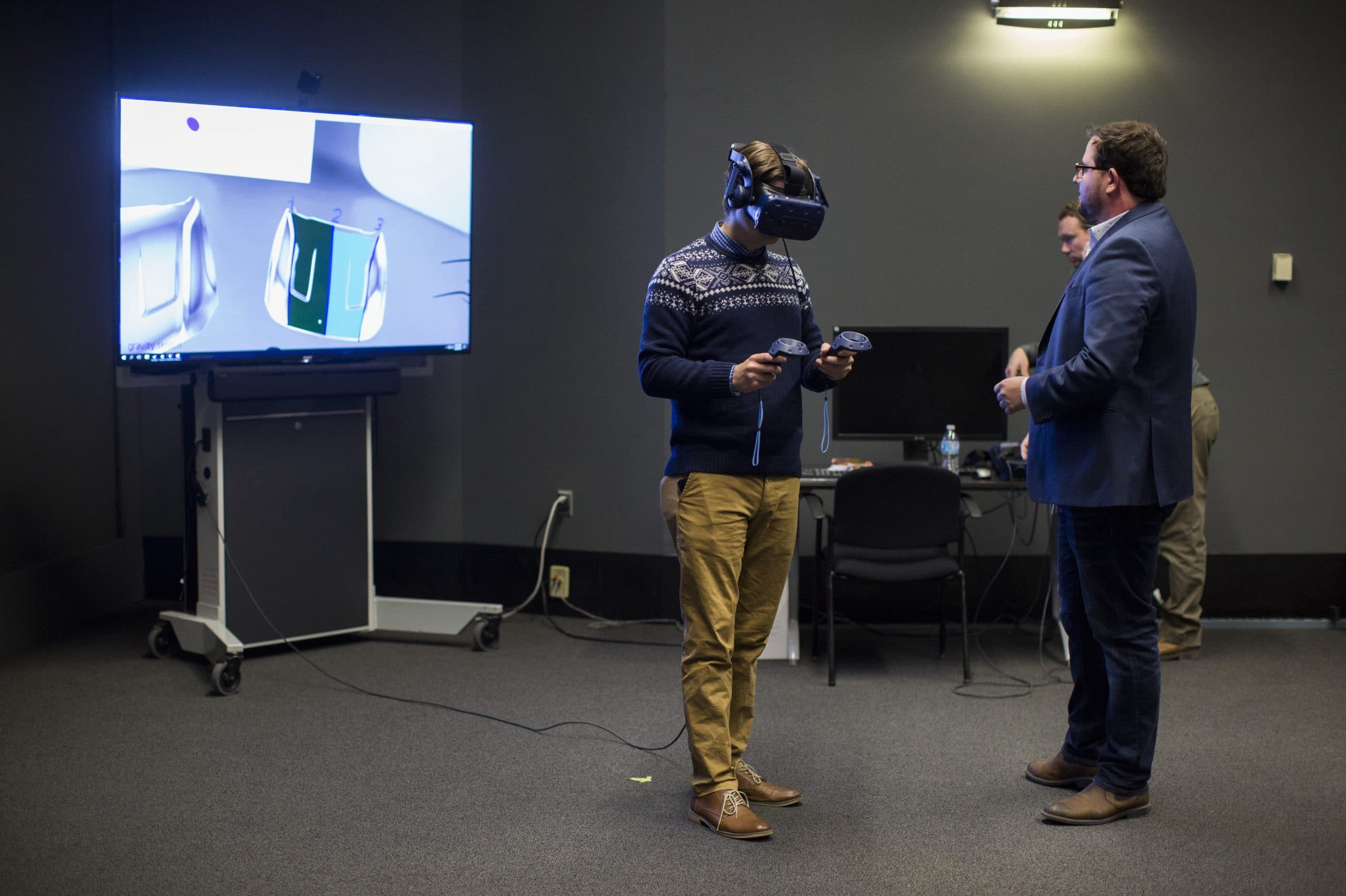 Gravity Sketch - Virtual Reality demonstration with tv, headset and other gear